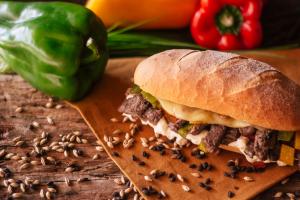 'Sanduíches diferentões': sete lugares para matar a fome em Curitiba