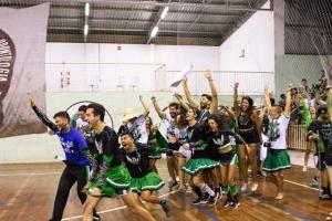 Você sabia que existe campeonato de cheerleading no Brasil? E tem universidade do PR campeã