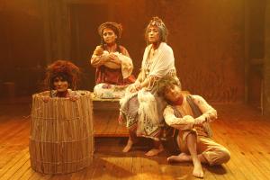 Trupe Ave Lola estreia temporada em teatro ao ar livre