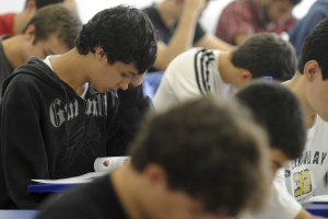 Enem 2019: a cada 100 alunos, 22 estão ´atrasados´ no Ensino Médio no Paraná
