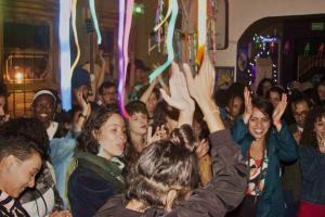 Sarau de poesia, festa das excluídas e aulão de flamenco: 15 rolês aleatórios em Curitiba