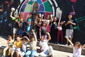 Artistas internacionais da música apoiam campanha que ajuda crianças de instituição curitibana