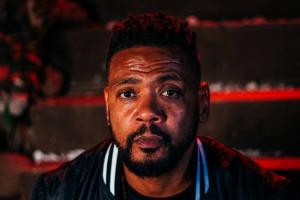 Edi Rock, do Racionais MC's, apresenta novo álbum solo no Basement Cultural
