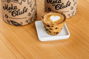 Conheça o café em copo de cookie que virou queridinho dos curitibanos