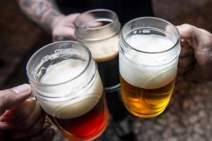 Confira nove lugares para celebrar o Dia Internacional da Cerveja em Curitiba