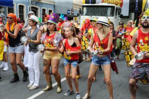 Pelo menos seis blocos de carnaval vão às ruas de Curitiba neste fim de semana