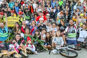 Pedalada climática de Curitiba chamou atenção para o meio ambiente