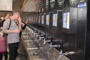 Oásis para os amantes de cervejas artesanais funciona até domingo