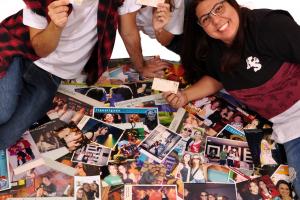 Trio de fãs viaja o Brasil para ver todos os shows de Sandy e Junior e conquista público na Internet