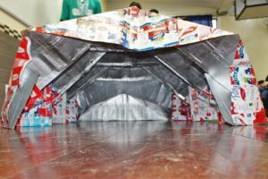 Estudantes de Curitiba desenvolvem abrigo inovador para moradores de rua. Saiba como funciona