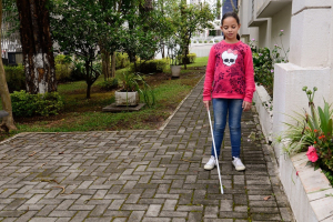 UTFPR fecha programa que fazia e doava bengalas para cegos; instituições se mobilizam