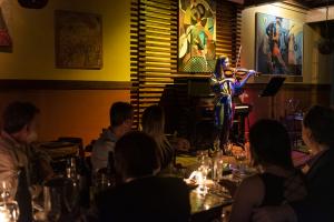 Gastronomia e música se misturam como atrações no Palco dos 5 Sentidos