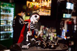 Curitiba terá Halloween à brasileira, com rock, com poções mágicas, filme, chope roxo. Veja a programação