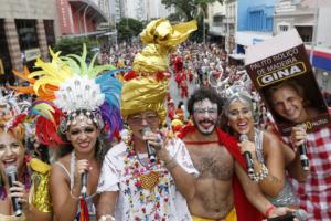 Pelo menos 14 blocos alegram carnaval de rua em Curitiba. Veja a programação