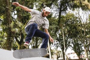 Dia do Skate vai movimentar quatro bairros de Curitiba no fim de semana. Veja programação