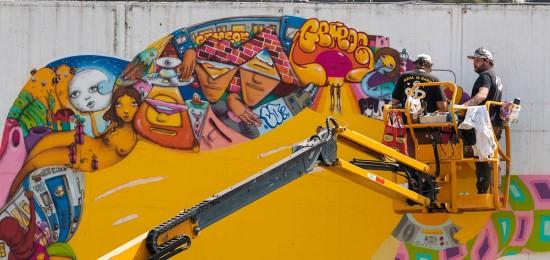 Pintura na fachada do MON faz prévia da exposição