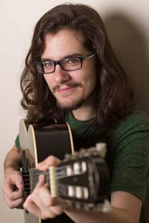 O músico curitibano Lucas Seman.