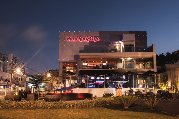 Hard Rock oferece mais de 20 shows na área externa, para adultos e crianças.