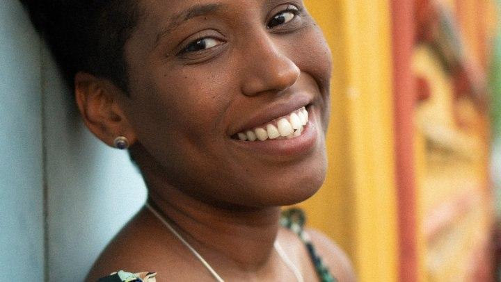 A cantora e compositora Mahmundi.
