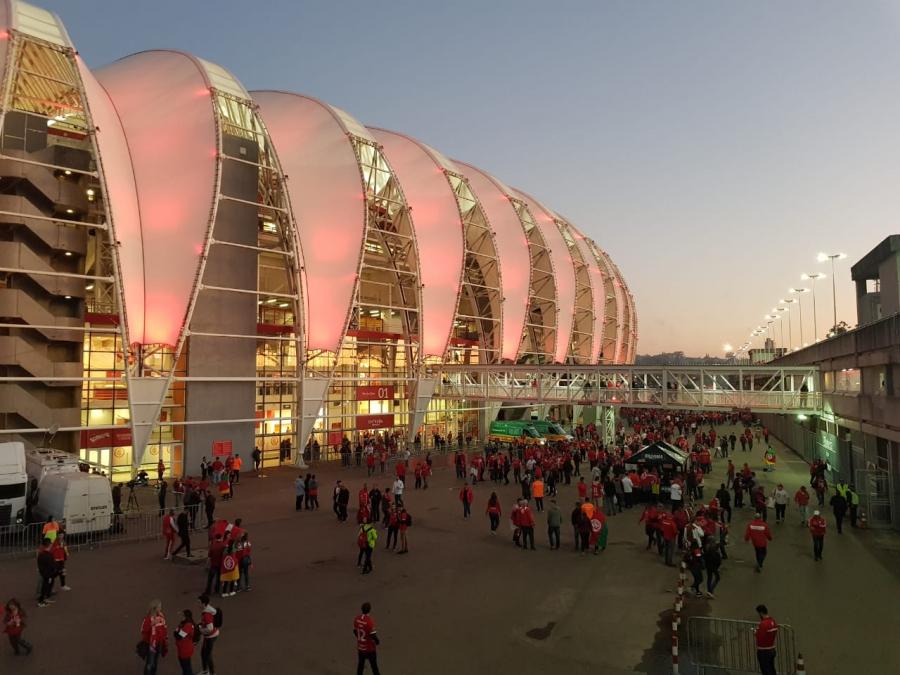 Torcida do Athletico no Beira-Rio