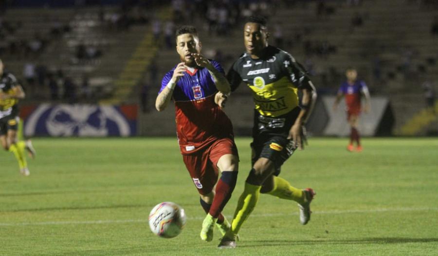 Paraná Clube 1x2 FC Cascavel, na Vila Capanema