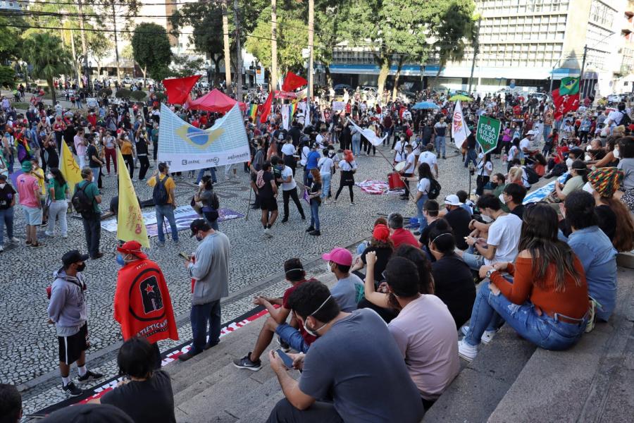 Protesto na Praça Santos Andrade contra Bolsonaro