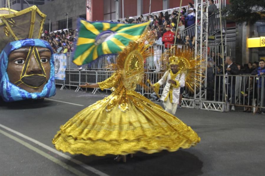 Desfile da Imperatriz da Liberdade no Carnaval de Curitiba