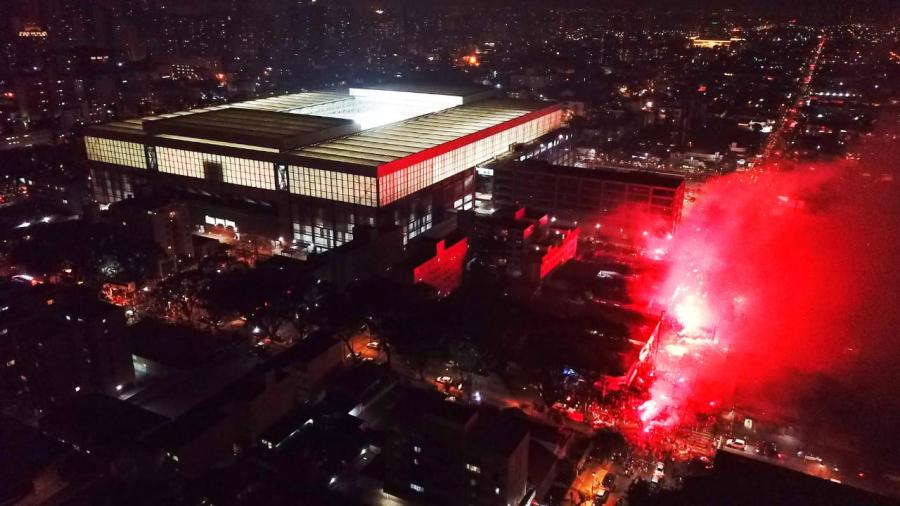 Festa da torcida do Athletico antes da final