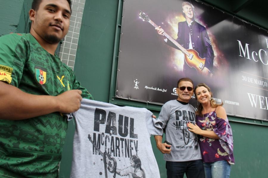 Fãs e vendas de camisas de McCartney no Couto Pereira