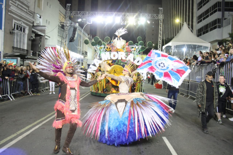 Desfile da Enamorados do Samba no Carnaval de Curitiba