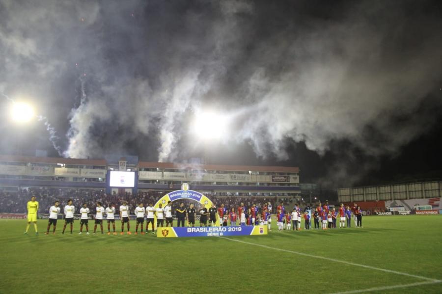 Paraná x Sport, na Vila Capanema