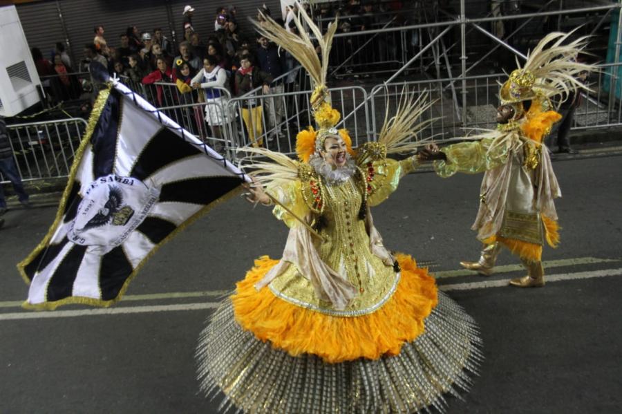 Desfile da Acadêmicos da Realeza no Carnaval de Curitiba