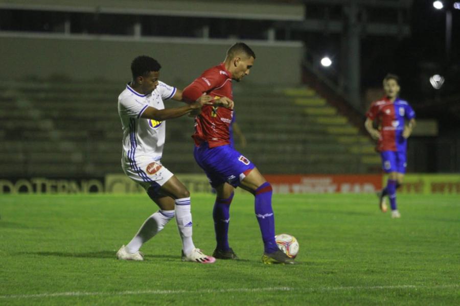 Paraná x Cruzeiro, na Vila Capanema