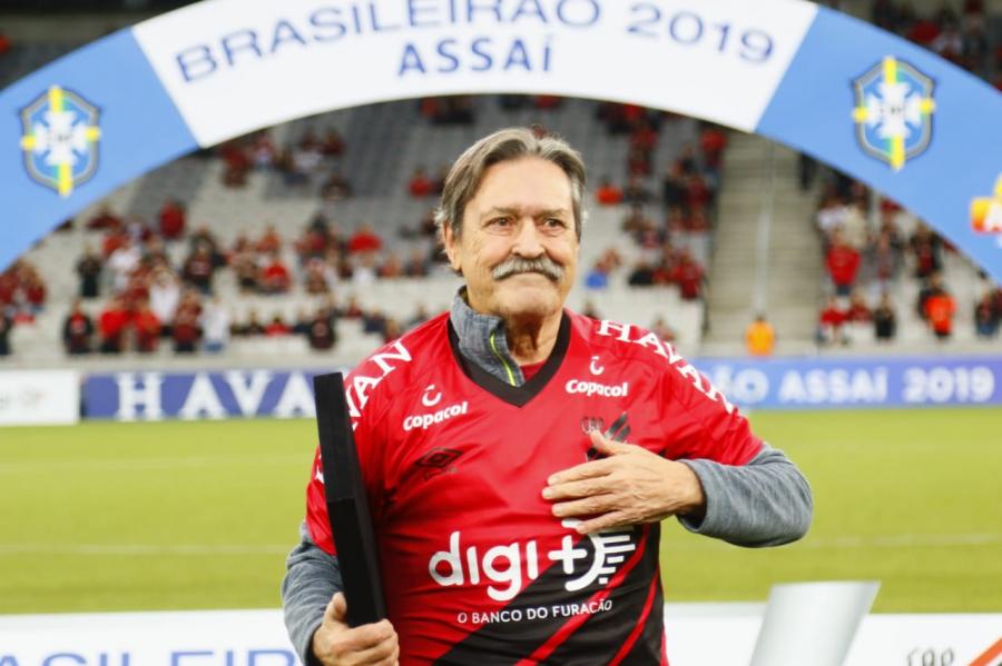 Barcímio Sicupira, maior artilheiro da história do Athletico, recebe homenagem na Arena
