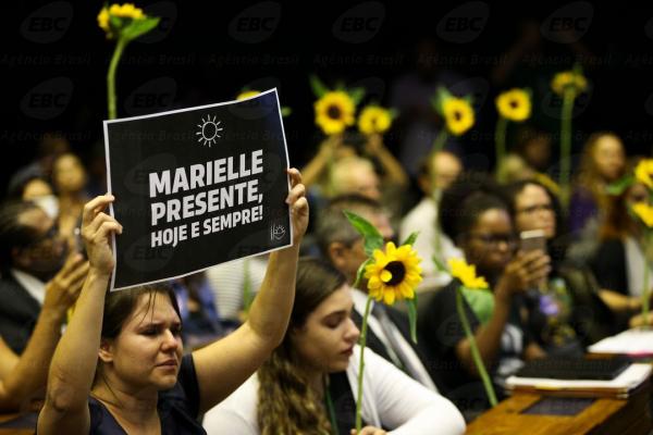 """""""C\u00e2mara dos deputados realiza ato solene para reverenciar a vereadora Marielle Franco. (Foto: Arquivo\/Ag\u00eancia Brasil)"""""""