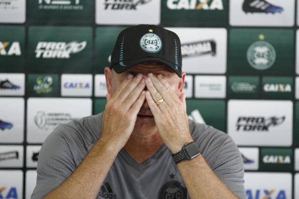 """""""Sandro Forner: sete derrotas nos \u00faltimos dez jogos"""""""