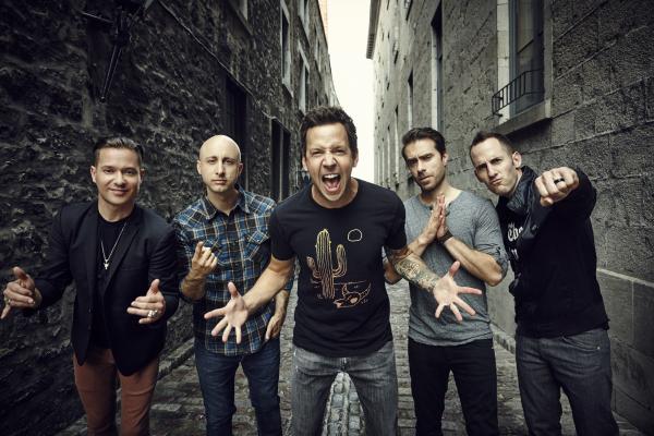 Simple Plan se apresenta na Live Curitiba no dia 26 de maio.