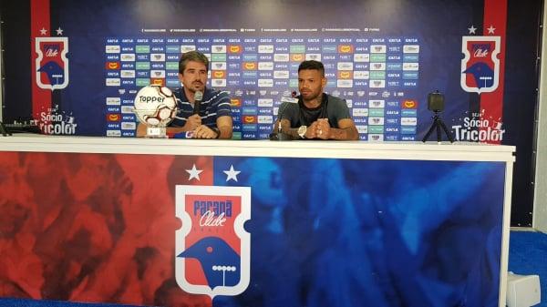"""""""Carlos (\u00e0 direita): \u201cAno passado, joguei aqui com o Inter na S\u00e9rie B e foi uma loucura\"""""""""""