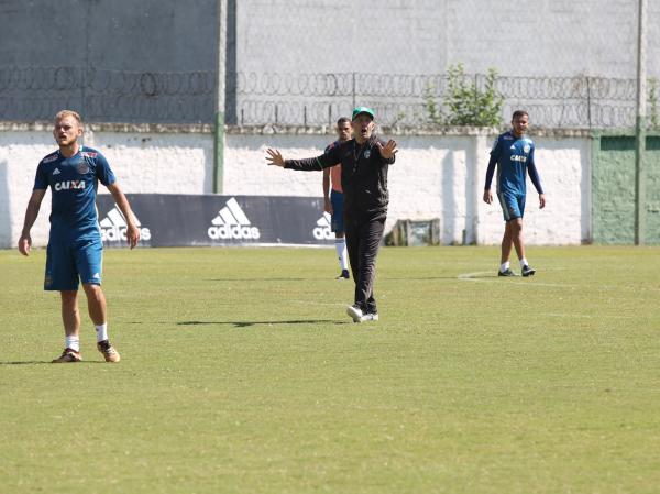 Eduardo Baptista comanda treino do Coritiba, nessa segunda-feira