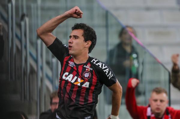 Pablo comemora gol contra a Chapecoense, pelo Brasileir\u00e3o 2018