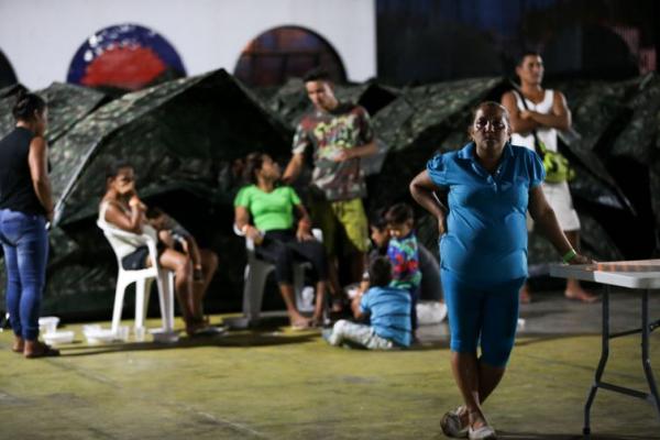 Imigrantes venezuelanos s\u00e3o abrigados em instala\u00e7\u00f5es provis\u00f3rias em Boa Vista.