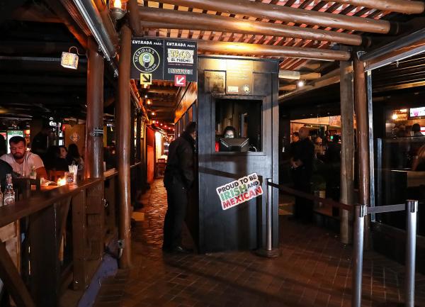 Entrada do Sheridan's Irish Pub.