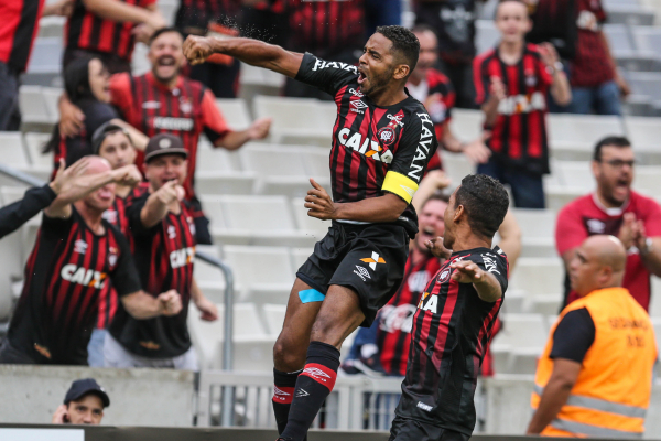 Deivid comemora gol sobre o Maring\u00e1, pelo Campeonato Paranaense 2018