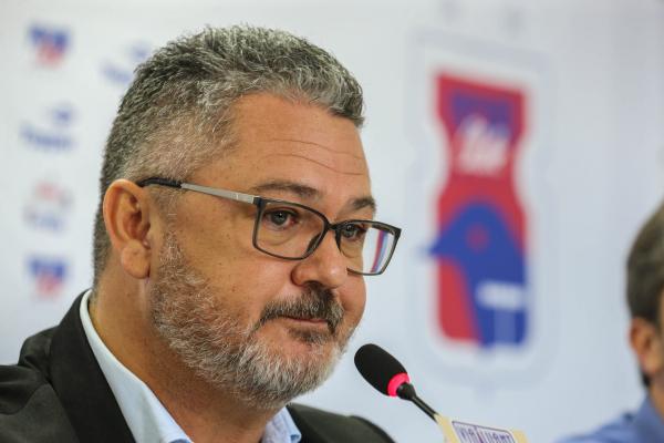 """""""Rog\u00e9rio Micale: sem previs\u00e3o para o retorno de Carlos Eduardo e Jhonny Lucas"""""""