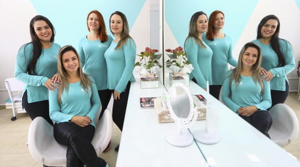 Na imagem as s\u00f3cias (esq p dir) Lorena da Costa Saraceni, Evelin Monteiro, Claudete Mainardes e Michele Monteiro que abriram um sal\u00e3o de beleza no bairro S\u00e3o Braz