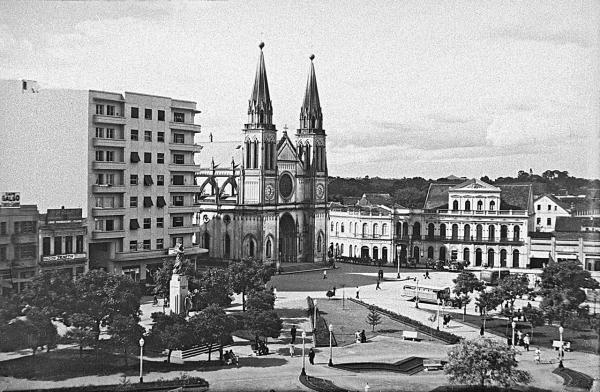 Pra\u00e7a Tiradentes na d\u00e9cada de 1960.