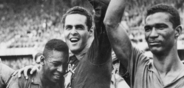 Pel\u00e9, Gilmar e Didi, em foto hist\u00f3rica ap\u00f3s a conquista da Copa de 58, na Su\u00e9cia