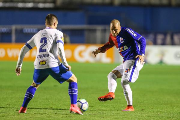 Silvinho enfrenta o Cruzeiro