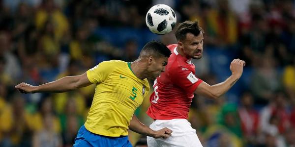 Casemiro, do Brasil, contra a Su\u00ed\u00e7a