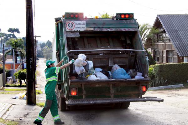 MPPR recomenda que Prefeitura de Curitiba regularize licitação do lixo